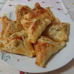 Triangulitos de muzzarella y cebolla