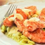 Salmón con puerros y salsa bechamel